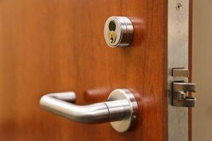 bezpščnostné dvere