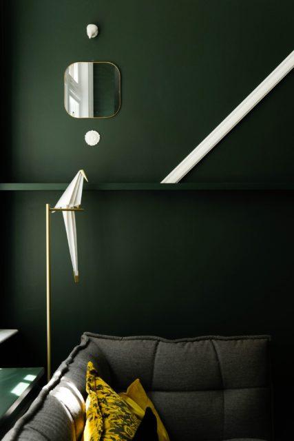 Tmavá smaragdovo zelená obývačka