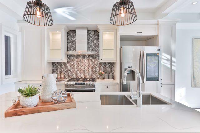 Moderná kuchyňa so smart chladničkou